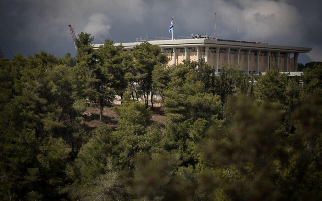 בניין הכנסת צפוי להתרחב ב-90 אלף מ״ר. יותר ממחצית העצים בשטח התכנית ייכרתו (צילום: Hadas Parush/Flash90)