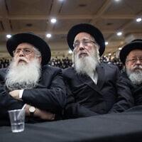 מאיר פרוש (משמאל) וישראל אייכלר (במרכז) בכנס של אגודת ישראל בנתניה, 30 בינואר 2019 (צילום: Aharon Krohn/Flash90)