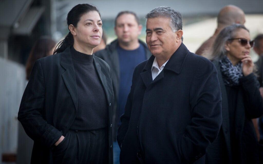 עמיר פרץ, המתנגד לעריכת פריימריז, ומרב מיכאלי, התומכת בבחירות פנימיות, בכיכר רבין בתל אביב, 29 בינואר 2020 (צילום: מרים אלסטר, פלאש 90)