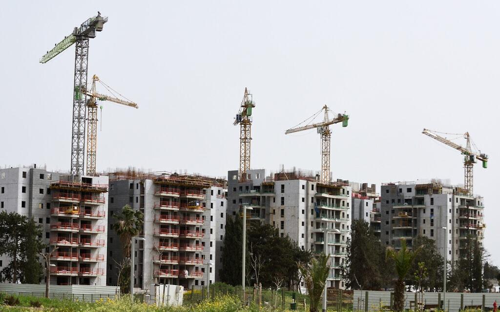 שכונה חדשה הנבנית בהרצליה, 27 במרץ 2020 (צילום: גילי יערי, פלאש 90)