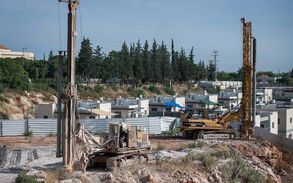 עבודות בנייה בהתנחלות יקיר שבשומרון, 11 ביוני 2020 (צילום: שריה דיאמנט, פלאש 90)