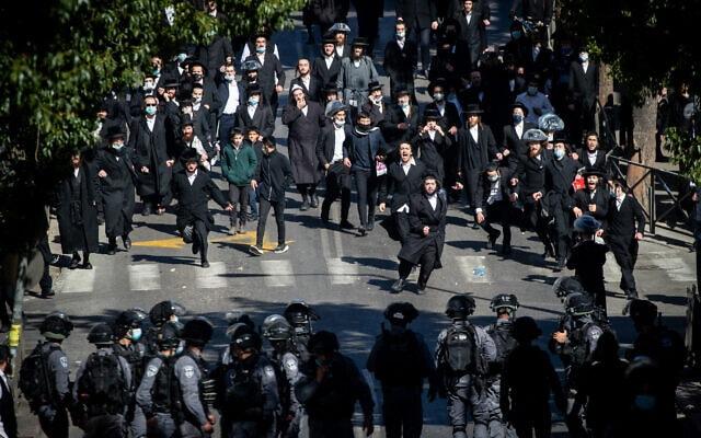 חרדים ושוטרים במסלול התנגשות במאה שערים, 24 בינואר 2021 (צילום: יונתן זינדל/פלאש90)