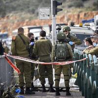 כוחות צבא ומשטרה בזירה שבה נורה למוות פלסטיני שניסה לדקור חיילת בצומת גיתי אבישר, 26 בינואר 2021 (צילום: פלאש 90)