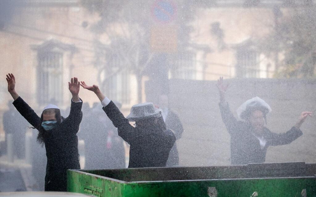 .התנגשויות בין חרדים למשטרה בנסיונות אכיפת תקנות הסגר (צילום: Yonatan Sindel/Flash90)