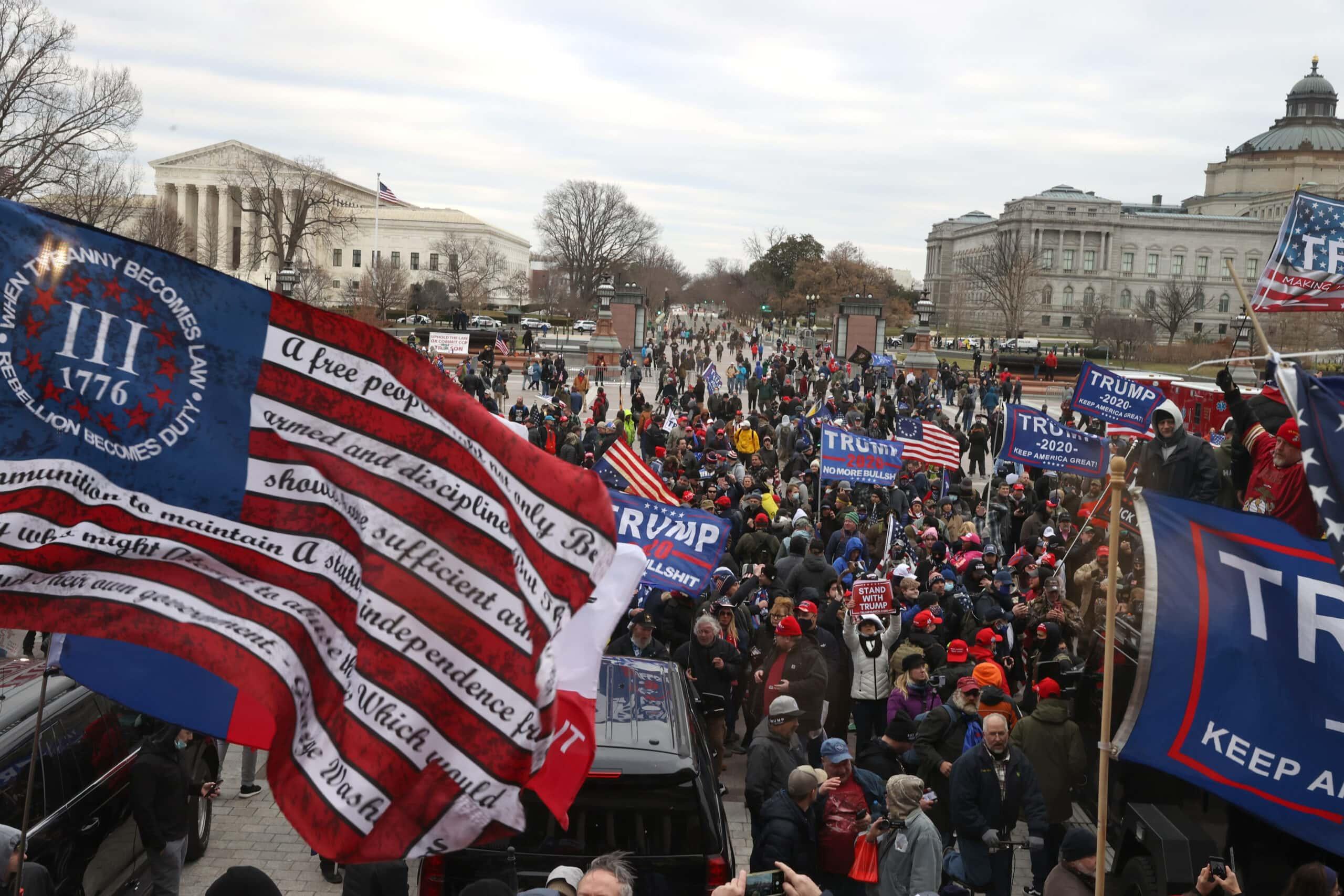 תומכי טראמפ נאספים בגבעת הקפיטול, 6 בינואר 2021 (צילום: Tasos Katopodis/Getty Images/JTA)