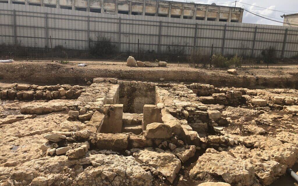 מקווה טהרה מתקופת בית שני ביישוב העתיק כפר מור, כיום שכונה בבית אל, 3 בנובמבר 2020 (צילום: אמנדה בורשל-דן)