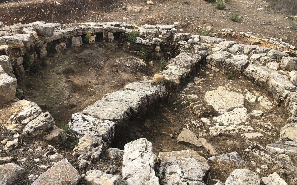 היישוב העתיק כפר מור, כיום שכונה בבית אל, 3 בנובמבר 2020 (צילום: אמנדה בורשל-דן)