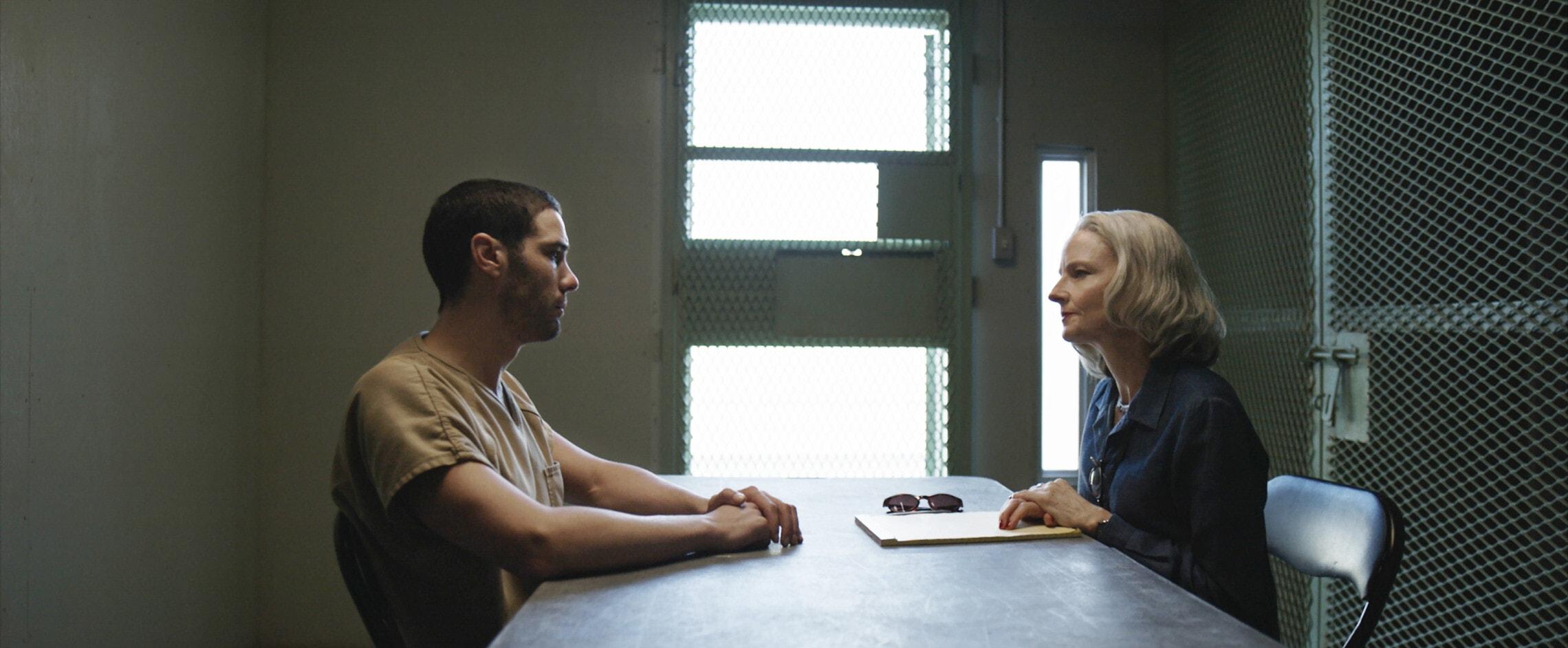 """ג'ודי פוסטר טאהר רחים בסרט """"המאוריטני"""" (צילום: STXfilms)"""