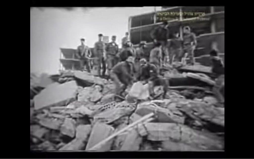 """אסון צור הראשון, צילום מסך מסרט של ארכיון צה""""ל ומערכת הביטחון"""