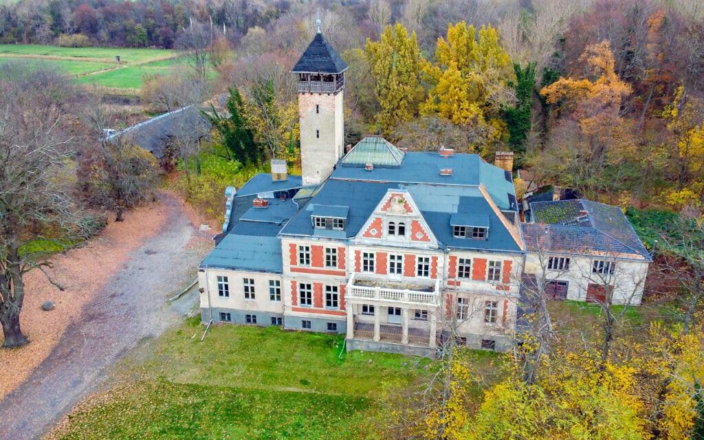 """הטירה ששימשה לצילומי """"גמביט המלכה"""" ליד ברלין, גרמניה, בנובמבר 2020 (צילום: Felipe Tofani/Fotostrasse)"""