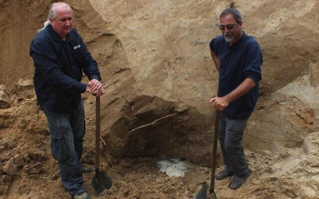 הארכיאולוגים ווייטק מזורק ויורם חיימי בסוביבור (צילום: באדיבות יורם חיימי/ JTA, סוכנות הידיעות היהודית)