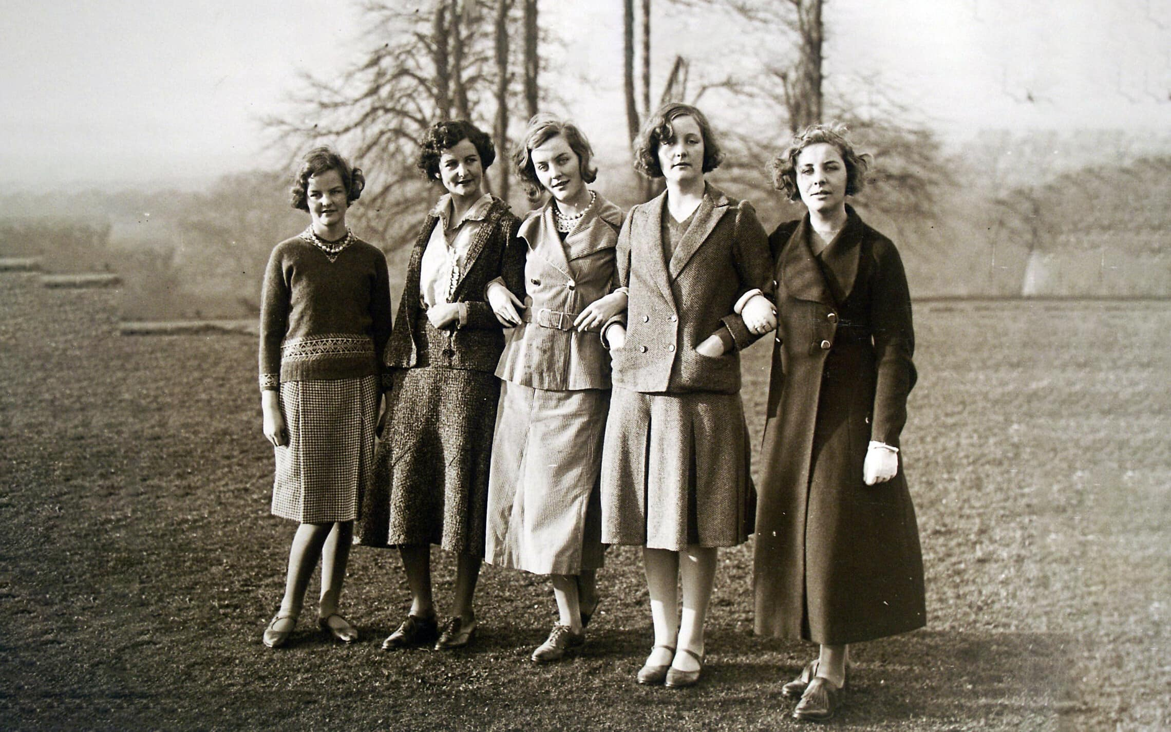 חמש מששת האחיות מיטפורד, מימין: פמלה, יוניטי, דיאנה, ננסי וג'סיקה (צילום: ויקיפדיה)