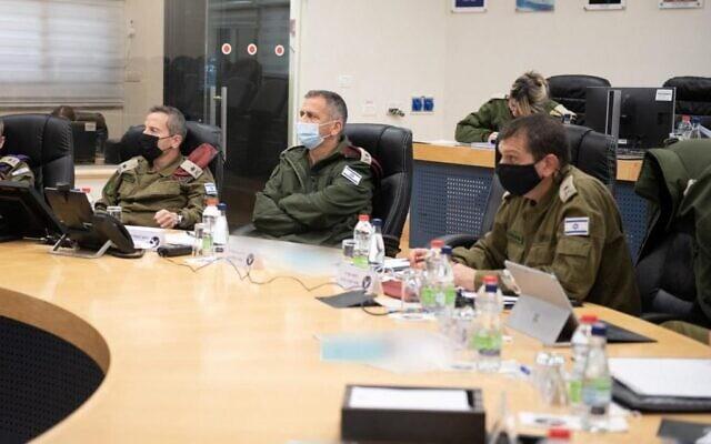 """פורום מטכ""""ל בדיון בפיקוד צפון, השבוע. (צילום: דובר צה""""ל.)"""