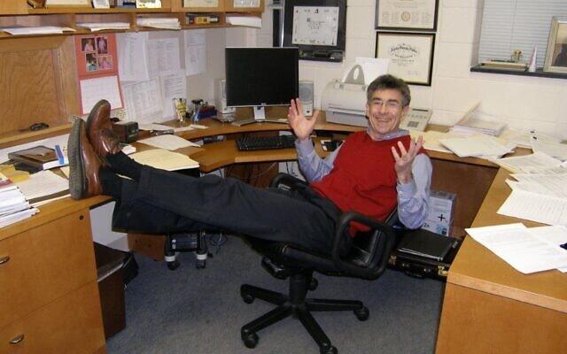 רוברט לפקוביץ' במשרדו באוניברסיטת דיוק (צילום: באדיבות המצולם)