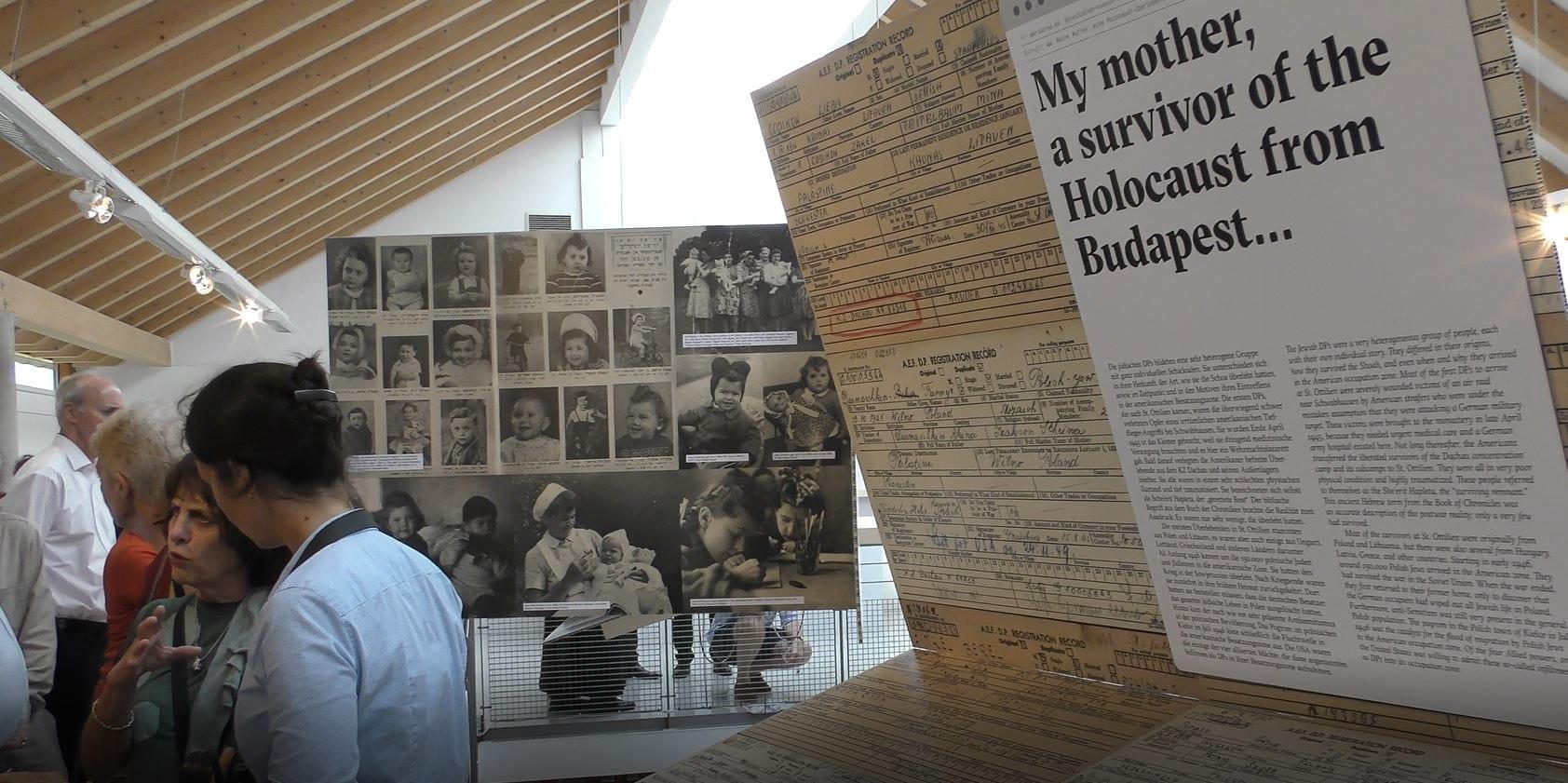 תערוכה המציגה את תמונותיהם של ילדי העקורים בסנט אוטיליין (צילום: ברנרד דיצ'ק)