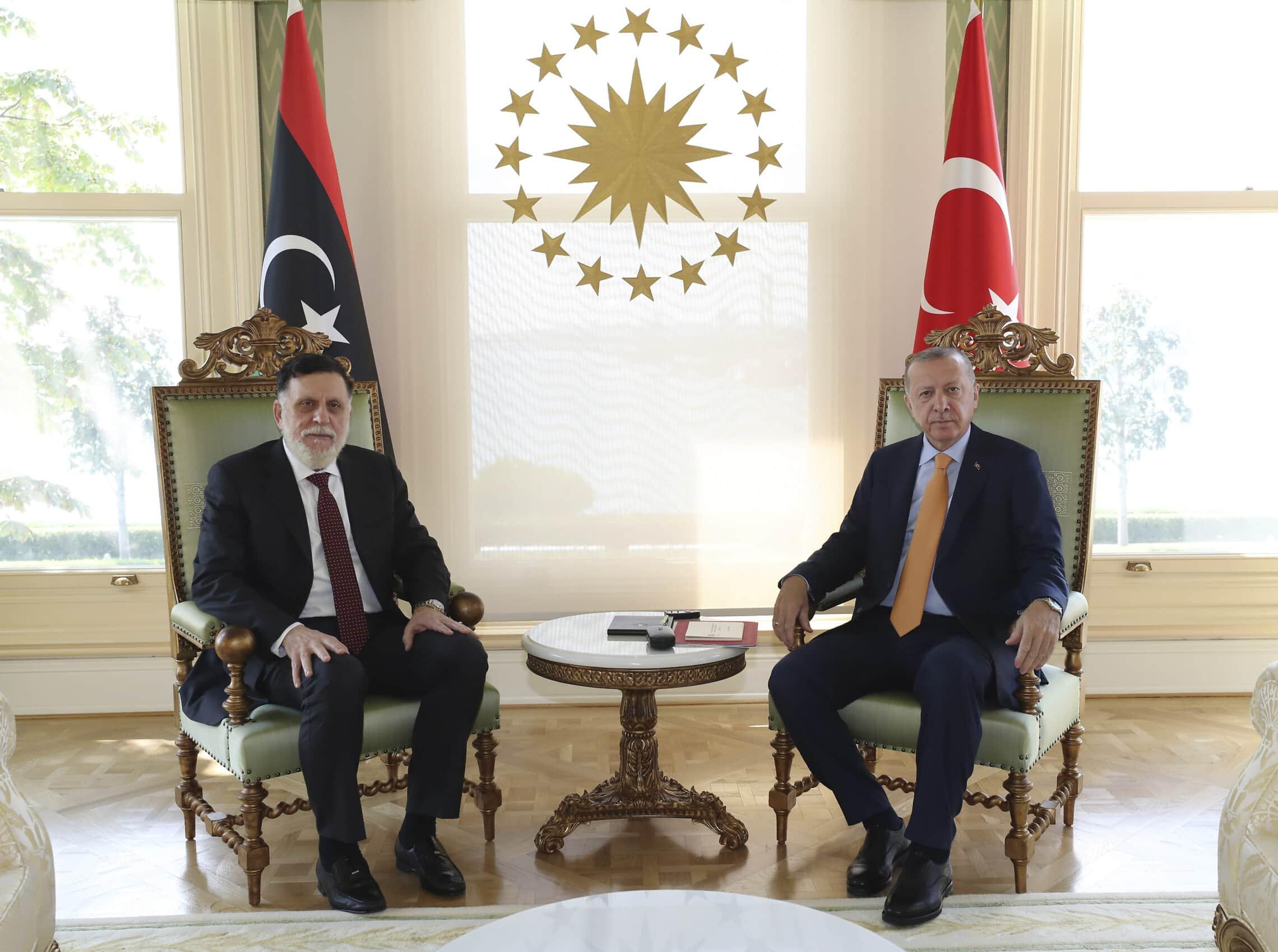 נשיא טוריקה רג'פ טאיפ ארדואן וראש ממשלת לוב פאיז א-סראג' בפגישה באיסטנבול, 6 בספטמבר 2020 (צילום: Turkish Presidency via AP)