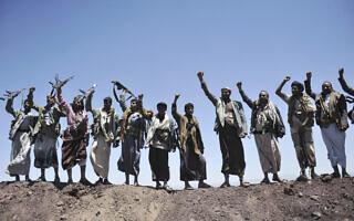 המורדים החותים בצנעה, תימן, בספטמבר 2014 (צילום: AP Photo/Hani Mohammed)