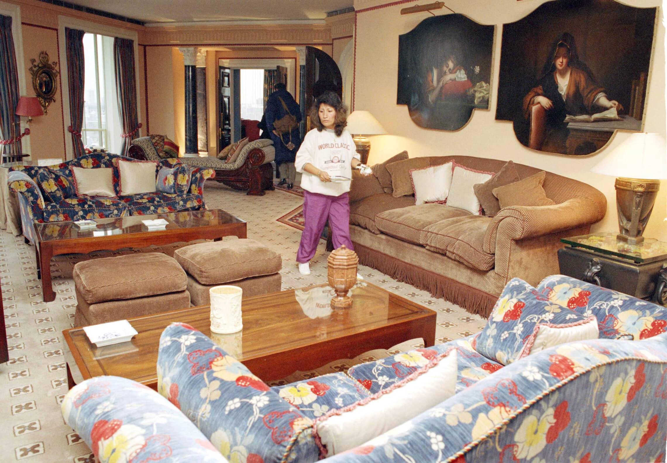 הדירה של רוברט מקסוול בלונדון, כפי שהוצעה למכירה פומבית ב-1992 (צילום: AP Photo/Gill Allen)
