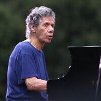 פסנתרן הג'אז האמריקאי צ'יק קוריאה, 26 ביולי 2018 (צילום: Claude Paris, AP)