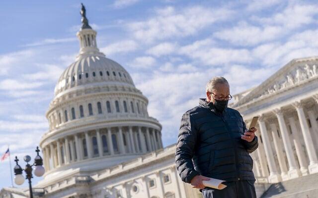 מנהיג הרוב בסנאט, צ'אק שומר, בגבעת הקפיטול בוושינגטון, 4 בפברואר 2021 (צילום: Andrew Harnik, AP)