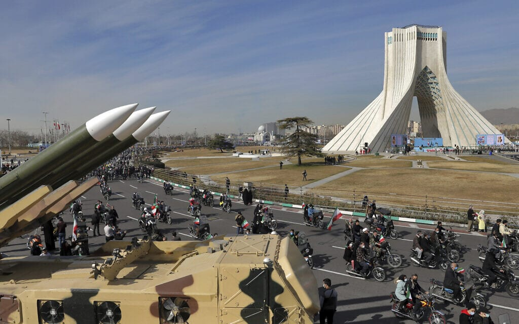 עצרת לציון 42 שנה למהפכה האיראנית בכיכר החופש בטהרן, 10 בפברואר 2021 (צילום: AP Photo/Ebrahim Noroozi)