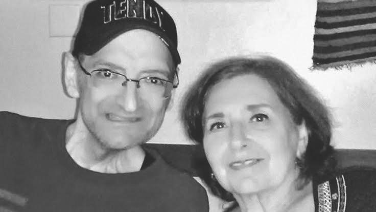 דיוויד רוזנברג ואימו הביולוגית מרגרט ארל כץ ב-2014, זמן קצר לפני מותו מסרטן (צילום: באדיבות מרגרט ארל כץ)