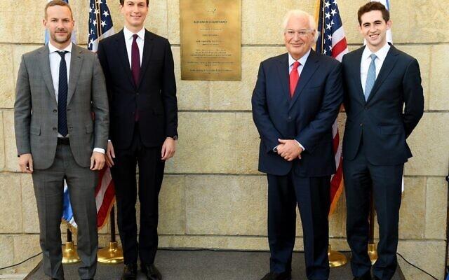 """אדם בולר, משמאל, לצד ג'ארד קושנר, דיוויד פרידמן ואבי ברקוביץ' בשגרירות ארה""""ב בירושלים, 21 בדצמבר 2020 (צילום: שגרירות ארה""""ב בישראל)"""