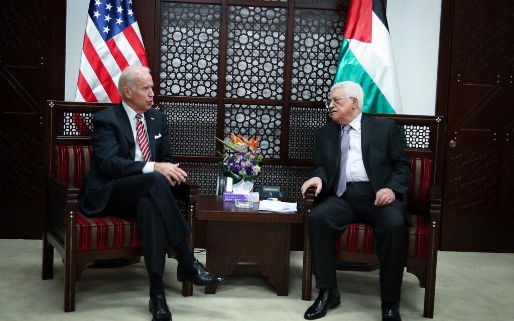 סגן נשיא ארצות הברית דאז ג'ו ביידן נפגש עם יושב ראש הרשות הפלסטינית מחמוד עבאס, ברמאללה, 9 במרץ 2016 (צילום: פלאש90)