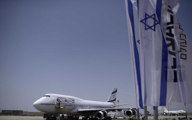 מטוס ובו עולים חדשים מצרפת לישראל בנמל התעופה בן-גוריון, 20 ביולי 2016 (צילום: תומר נויברג, פלאש 90)