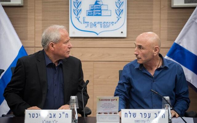 עפר שלח ואבי דיכטר בוועדת חוץ וביטחון של הכנסת, 2017 (צילום: הדס פרוש/פלאש90)