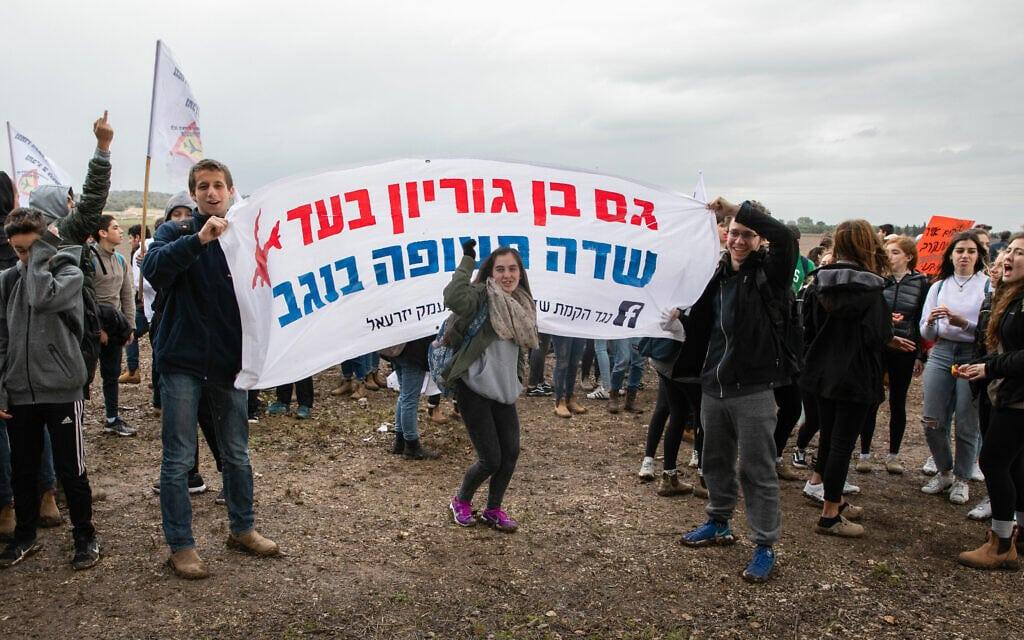 אנשי עמק יזרעאל יוצאים להפגין נגד הקמת שדה תעופה ציבורי ברמת דוד, ינואר 2018 (צילום: ענת חרמוני/פלאש90)