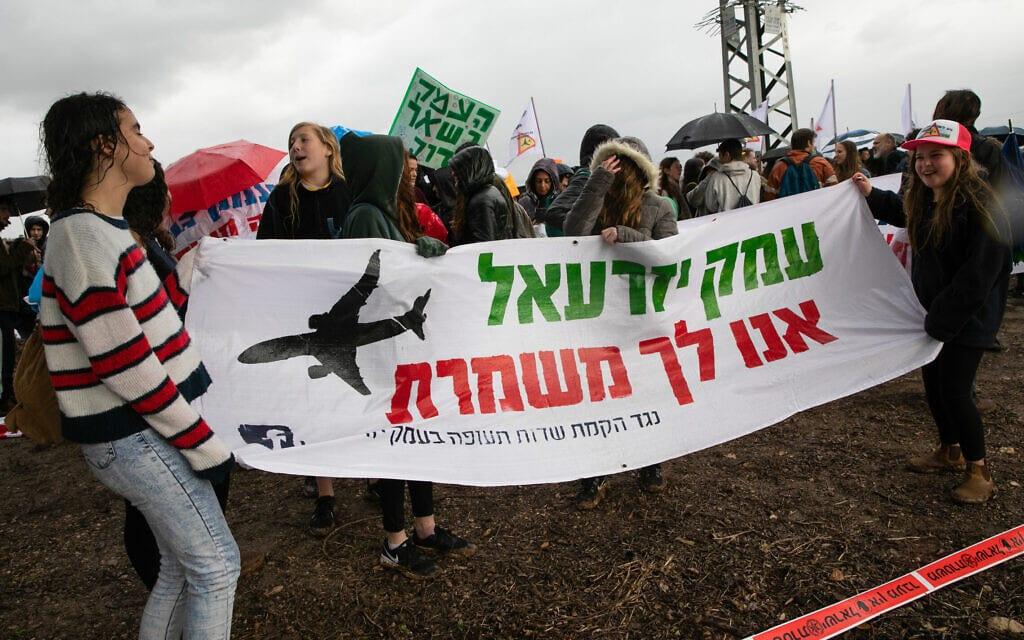 תושבי עמק יזרעאל מפגינים נגד הקמת שדה תעופה ציבורי ברמת דוד, ינואר 2018 (צילום: ענת חרמוני/פלאש90)