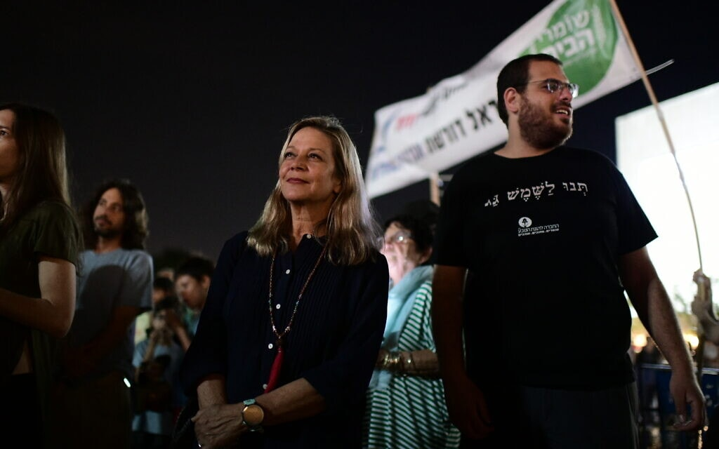 """מיקי חיימוביץ' בעצרת של תנועת """"המרד-בהכחדה"""" במחאה על משבר האקלים העולמי, 10 באוקטובר 2019 (צילום: תומר נויברג/פלאש90)"""