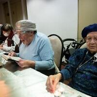 אילוסטרציה: קשישים בדיור מוגן (צילום: יונתן זינדל/פלאש90)