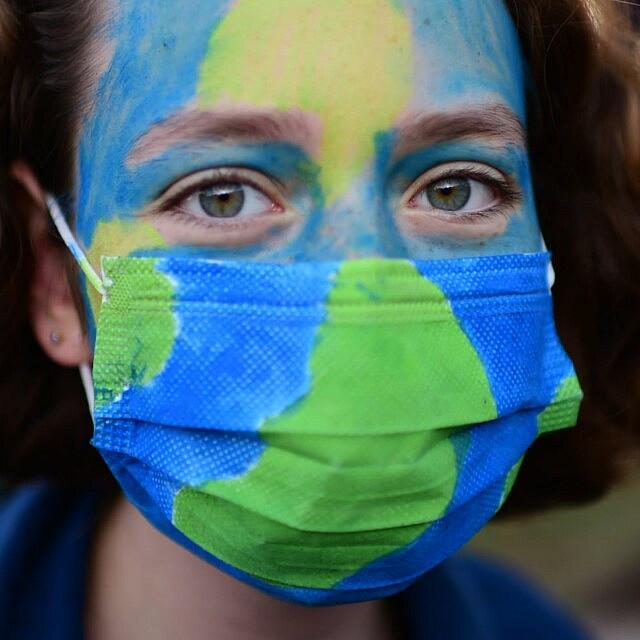 הפגנה הקוראת לפעול נגד משבר האקלים בכיכר הבימה, תל אביב, ב-20 בדצמבר 2020 (צילום: תומר נויברג/פלאש90)