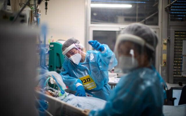 חולה קורונה מונשם במצב קשה במחלת הקורונה בבית החולים הדסה עין כרם, 1 בפברואר 2021 (צילום: אוליבייה פיטוסי/פלאש90)