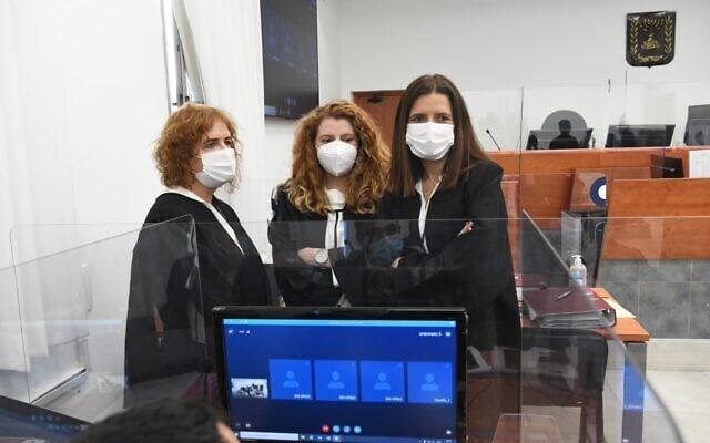 התובעות מטעם המדינה במשפט נתניהו, בית המשפט המחוזי בירושלים, 8 בפברואר 2021 (צילום: ראובן קסטרו/פול)