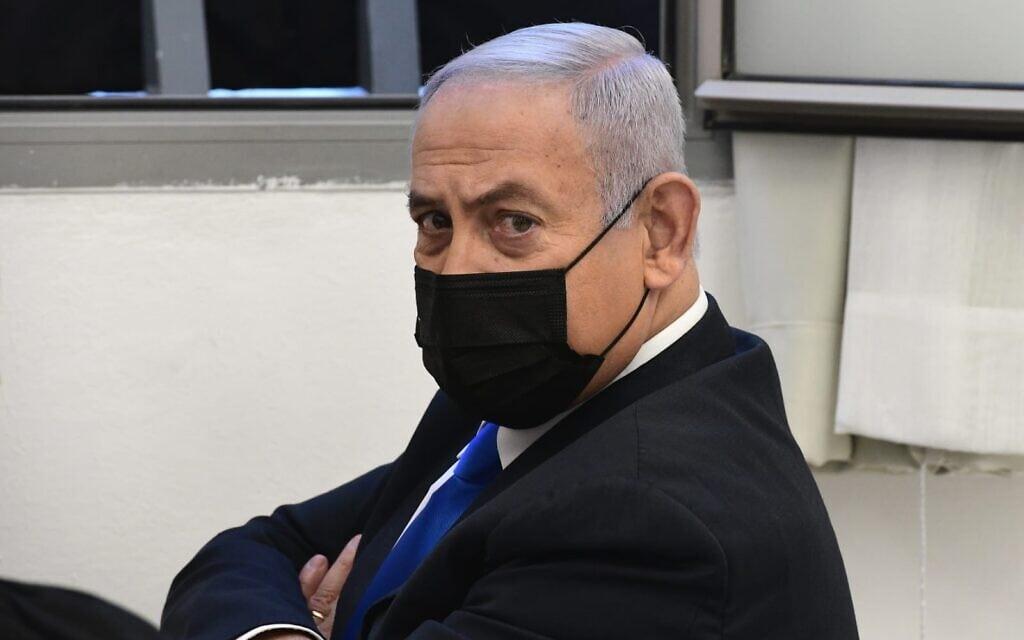 בנימין נתניהו בשופטי ההרכב בבית המשפט המחוזי בירושלים, 8 בפברואר 2021 (צילום: ראובן קסטרו/פול)