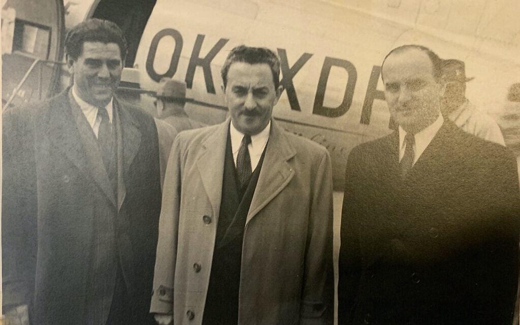 משמאל: זלמן אונריין, משה שרת ואהוד אבריאל בעת ביקורם בצכ'וסלובקיה ב-1948 (צילום: באדיבות דוד ברון)