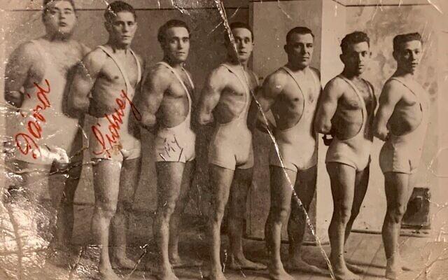 מועדון הספורט מכבי ברטיסלבה בסוף שנות ה-20 או בתחילת שנות ה-30, ביניהם זלמן (און) אונרייך, דוד אונרייך ואימי שדאור ליכטנפלד (צילום: באדיבות דוד בר-און)