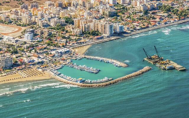 מבט על הנמל בלרנקה, קפריסין. אילוסטרציה (צילום: iStock)