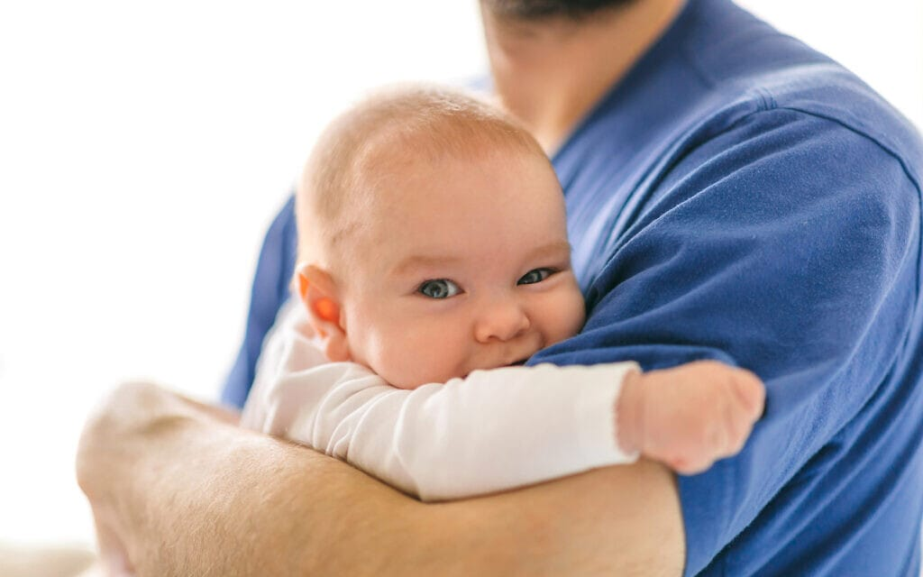 הורה ותינוק, אילוסטרציה (צילום: Polina Strelkova / iStock)