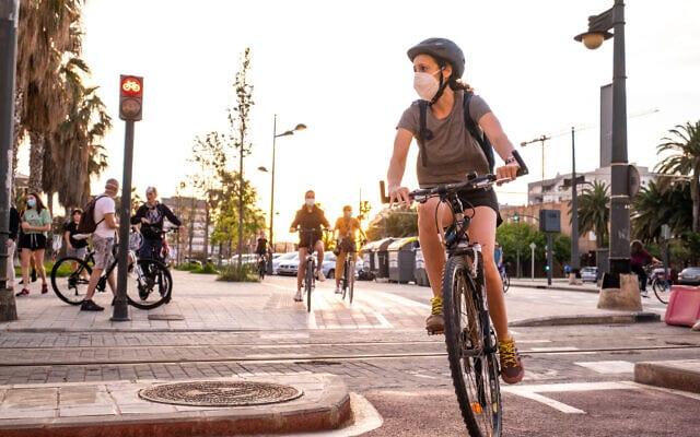 רוכבת אופניים בספרד. אילוסטרציה (צילום: iStock)