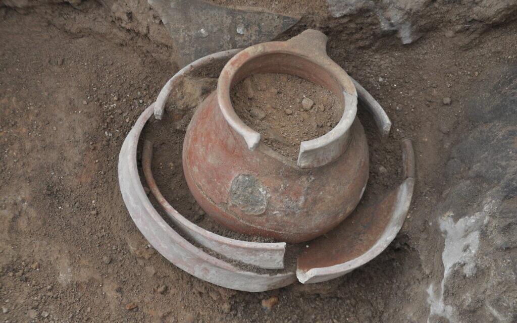 כלי חרס שנמצא במה שהיא כנראה העיר המקראית צקלג (צילום: באדיבות משלחת החפירות של צקלג)