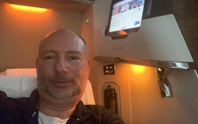 מוטי כהנא על המטוס מדובאי לניו ג'רזי, בשבוע שעבר (צילום: באדיבות המצולם)