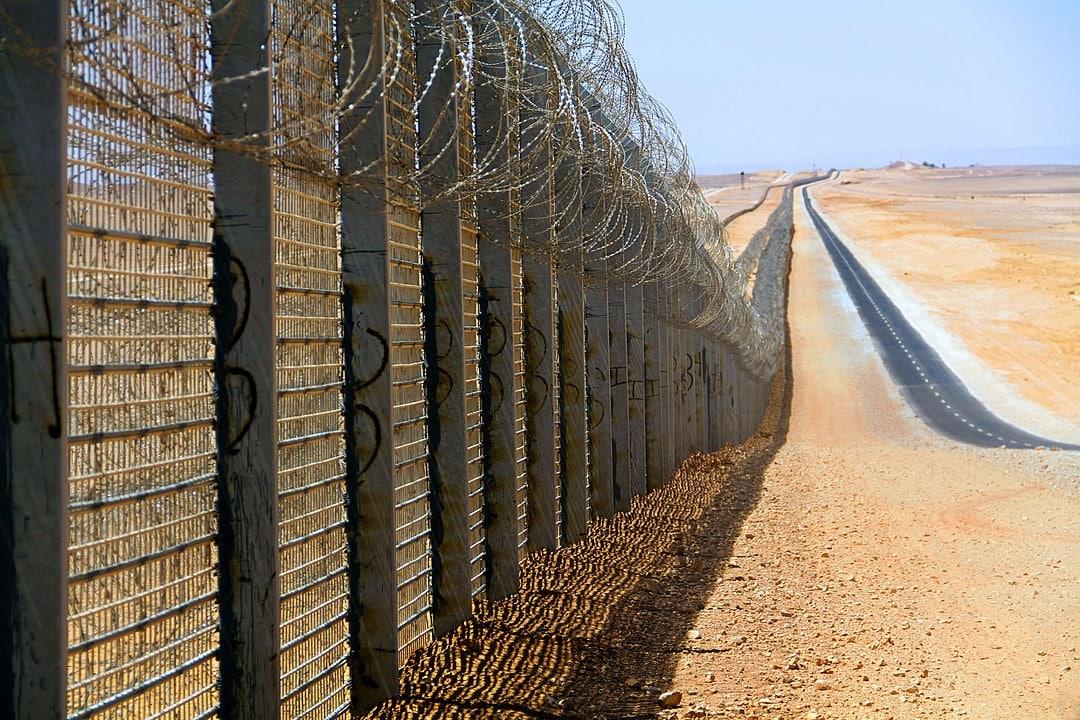 גדר ההפרדה בצפון הגבול בין ישראל-מצרים (צילום: Idobi, CC BY-SA 3.0, Wikimedia Commons)