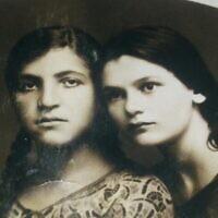 סבתא מתילדה (משמאל) עם זלדה