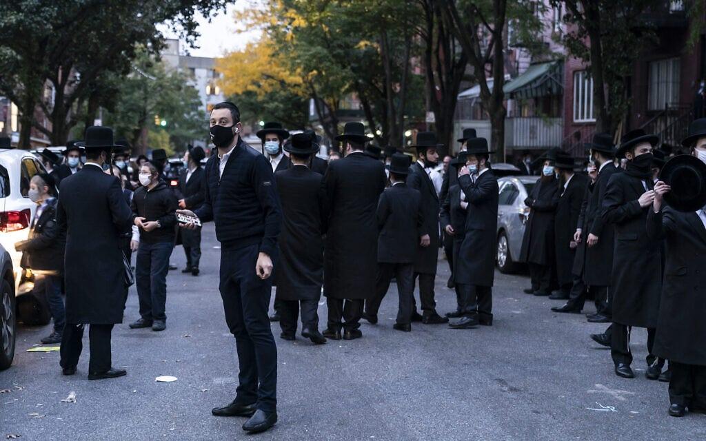 חרדים מתכנסים בברוקלין, אוקטובר 2020 (צילום: Lev Radin/Pacific Press/LightRocket via Getty Images/JTA)