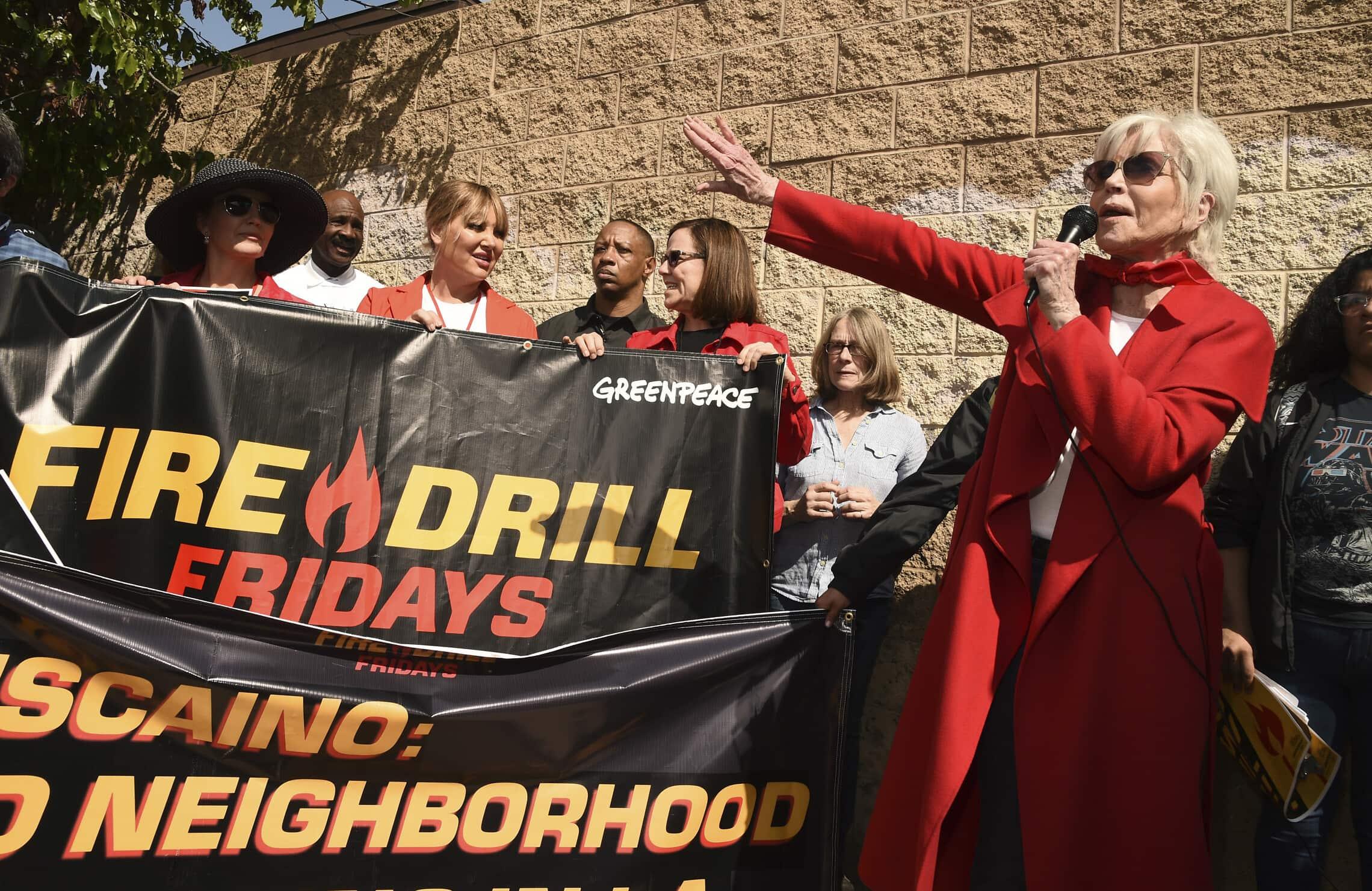 ג'יין פונדה בהפגנה של גרינפיס בלוס אנג'לס, 6 במרץ 2020 (צילום: AP Photo/Chris Pizzello)
