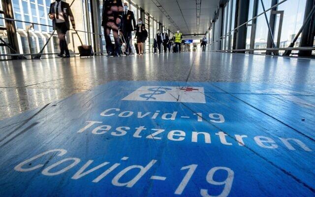 שדה התעופה בפרנקפורט, גרמניה, ב-2 במרץ 2021 (צילום: AP Photo/Michael Probst)